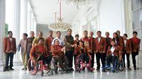 Atlet Paralimpiade yang baru saja berjuang pada ajang Paralimpiade Rio de Janeiro 2016, diterima Presiden RI, Joko Widodo, di Istana Negara. (Kemenpora)