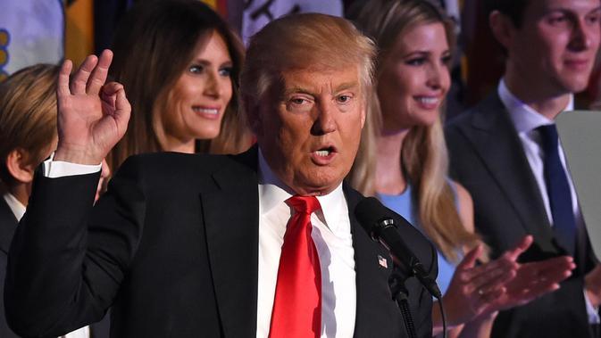 Donald Trump berpidato di hadapan para pendukungnya di New York Hilton Midtown, New York, AS (9/11). Trump langsung menyampaikan pidato kemenangannya setelah meraih kemenangan di electoral vote pada Pilpres AS. (PHOTO / Timothy A. CLARY)