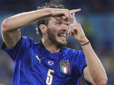 Gelandang Timnas Italia, Manuel Locatelli tampil impresif saat laga matchday kedua Grup A Euro 2020 (Euro 2021) melawan Swiss, 16 Juni 2021. Kontribusinya mampu membawa Gli Azzurri menjadi tim pertama yang lolos ke babak 16 besar. Berikut 5 kontribusinya. (Foto: AP/Pool/Ettore Ferrari)