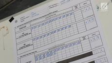 Petugas menghitung surat suara Pemilu 2019 di TPS 079 Panti Sosial Bina Laras Harapan Sentosa 2, Jakarta, Rabu (17/4). Di TPS tersebut, pasangan nomor urut 01 memperoleh 61 suara, pasangan nomor urut 02 memperoleh 55 suara, sementara suara tidak sah sebanyak 88 suara. (Liputan6.com/Immanuel Antonius