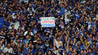 Bobotoh Persib di dalam stadion (Liputan6.com/Helmi Fitriansyah)
