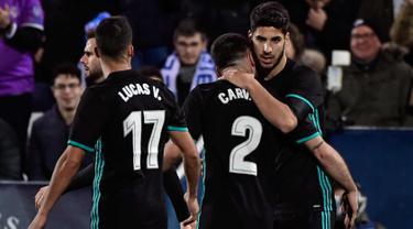 Gelandang Marco Asensio (kanan) melakukan selebrasi usai mencetak gol ke gawang Leganes pada leg pertama perempat final Copa del Rey di Estadio Municipal de Butarque (18/1). Gol Assensio menjadi penentu kemenangan Madrid. (AFP Photo/Oscar Del Pozo)
