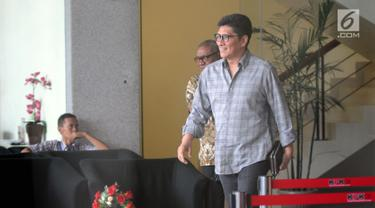 Mantan anggota Banggar DPR Mirwan Amir usai menjalani pemeriksaan di gedung KPK, Jakarta, Senin (04/06). Mirwan Amir diperiksa sebagai saksi untuk tersangka Irvanto Hendra Pambudi Cahyo dan Made Oka Masagung. (Merdeka.com/Dwi Narwoko)