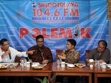 Menteri Perindustrian, Saleh Husin (kedua kiri) bersama Dewan Pakar MES dan Anggota KEIN, Aries Mufti (kiri), Ketua HIPPI, Ismed Hasan Putro (kedua kanan), dan Ketua Apindo, Anton J Supit di Jakarta, Sabtu, (2/4). (Liputan6.com/JohanTallo)
