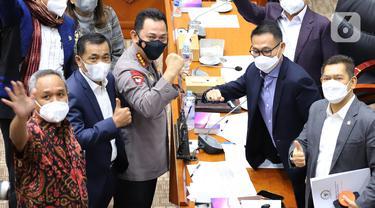 Kapolri Jenderal Listyo Sigit Prabowo (tengah) saat rapat kerja dengan Komisi III DPR di Kompleks Parlemen, Jakarta, Rabu (16/6/2021). Rapat membahas realisasi program prioritas Kapolri, pengungkapan kasus-kasus aktual, dan tindak lanjut atas pengaduan masyarakat. (Liputan6.com/Angga Yuniar)