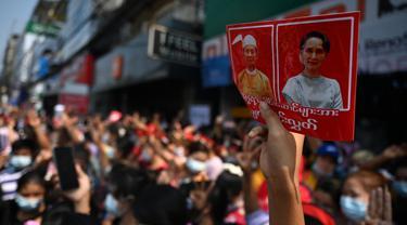 Lautan Manusia di Yangon Protes Kudeta Myanmar