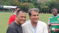 Mantan Presiden Barcelona, Joan Laporta memuji sepak bola Indonesia saat menghadiri HUT Kopassus di Jakarta. (Bola.com
