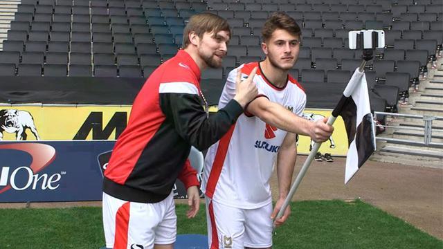 Pihak berwenang di Football League Inggris dikabarkan sudah menyetujui ide baru, di mana para pemain akan mendapatkan tempat khusus untuk melakukan selebrasi selfie di sudut lapangan