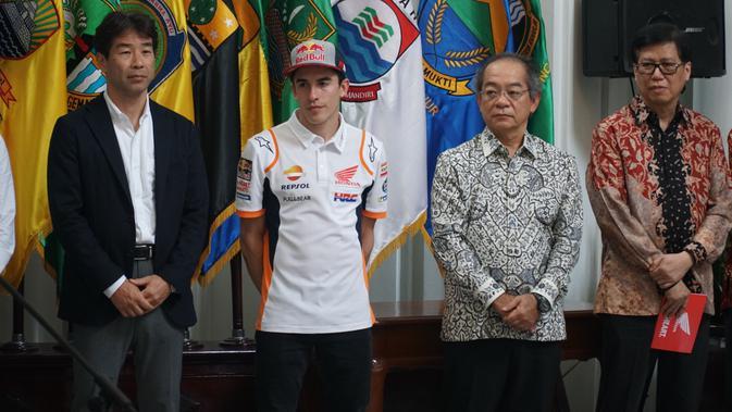 Marc Marquez diagendakan mengunjungi Saung Udjo. (Huyogo Simbolon)#source%3Dgooglier%2Ecom#https%3A%2F%2Fgooglier%2Ecom%2Fpage%2F%2F10000