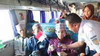 PT KAI Daop 8 Surabaya turut meriahkan Hari Santri Nasional 2019 pada 22 Oktober 2019. (Foto: Liputan6.com/Dian Kurniawan)