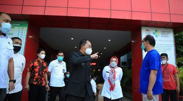 Wali Kota Makassar Danny Pomanto kunjungi RSUD Daya Makassar (Liputan6.com/Fauzan)