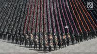 Prajurit TNI dan personel Polri melaksanakan Apel Patroli Skala Besar TNI-Polri di JIExpo, Kemayoran, Jakarta Pusat, Minggu (14/4). TNI dan POLRI siap mengamankan pelaksanaan Pemilu serentak  17 April 2019 mendatang dengan menjamin keamanan masyarakat sampai ke TPS. (merdeka.com/Iqbal S. Nugroho)