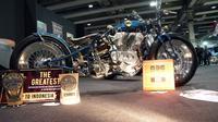 """Motor kustom bernama """"Deeva"""" yang menggunakan basis motor Harley-Davidson JD lansiran 1920 garapan Mirko Perugini dari Gallery Motorcyles dinobatkan sebagai The Greatest Bike Suryanation Motorland Custom Contest. (ist)"""