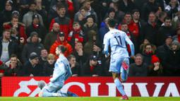 Pemain Burnley, Jay Rodriguez, melakukan selebrasi usai membobol gawang Manchester United pada laga Premier League di Stadion Old Trafford, Kamis (23/1/2020). Manchester United takluk 0-2 dari Burnley. (AP/Martin Rickett)