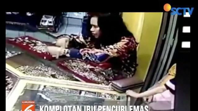 Komplotan ibu-ibu di Ciamis, Jawa Barat, terekam CCTV saat mencuri perhiasan dari sebuah toko emas. Bagaimana modusnya?