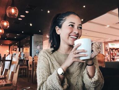 Wanita kelahiran 4 April 1995 ini memiliki senyum yang manis yang mampu membuat kaum adam terpanah. Tak heran jika Mutia mampu membuat Glenn Fredly meminangnya untuk menjadi istri. (Liputan6.com/IG/@mutia_ayuu)
