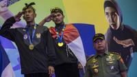 Pesilat Indonesia, Yolla Jampil dan Hendy, meraih emas pada Invitation Tournament cabang pencak silat di Padepokan Pencak Silat, Jakarta, Rabu (14/2/2018). Event ini merupakan persiapan Asian Games 2018. (Bola.com/Vitalis Yogi Trisna)