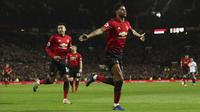 Striker Manchester United, Marcus Rashford, merayakan gol yang dicetaknya ke gawang Bournemouth pada laga Premier League di Stadion Old Trafford, Manchester, Minggu (30/12). MU menang 4-1 atas Bournemouth. (AP/Martin Rickett)