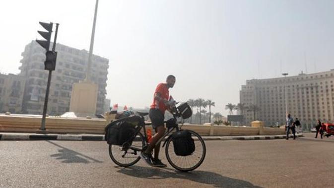 Pemuda Mesir Mengayuh Sepeda Ribuan Km ke Rusia Demi Piala