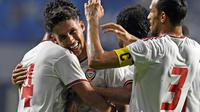 Skuat UEA berselebrasi menyambut gol Khalil Ibrahim ke gawang Timnas Indonesia di Stadion Al Maktoum, Dubai (10/10/2019). (AFP/Karim Sahib)