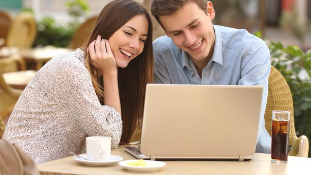 Istri Bekerja Bantu Suami Cari Nafkah Kunci Pernikahan