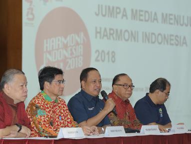 Menristek Dikti, M Nasir memberikan keterangan pada acara jumpa media Harmoni Indonesia 2018 di Kemenristekdikti, Jakarta, Jumat (3/8). Kegiatan itu diadakan untuk menyambut HUT Kemerdekaan Indonesia serta Asian Games 2018. (Liputan6.com/Herman Zakharia)