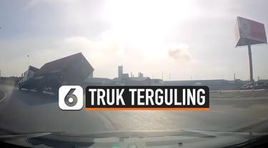 thumbnail truk terguling