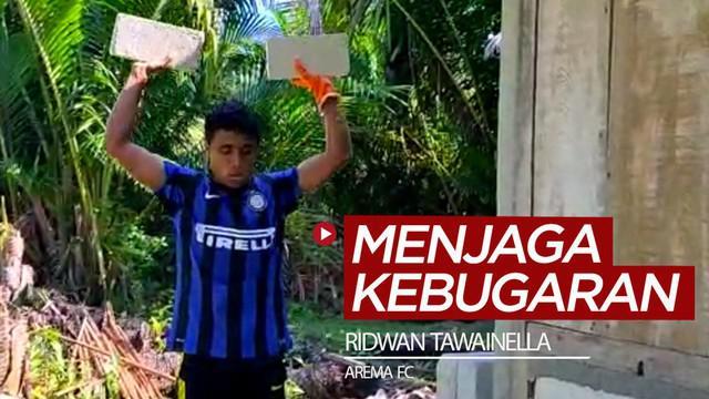 Berita video pemain Aream FC, Ridwan Tawainella, berani berubah dan tak kehabisan akal untuk menjaga kebugaran ketika kompetisi berhenti dengan memanfaatkan batako dan pasir untuk berolahraga.