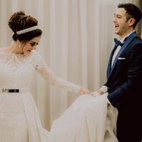 Salah satu hal unik yang terjadi di pernikahan Rifky dan Biby adalah pengucapak Ijab Qabul yang dilakukan RIfky ini menggunakan bahasa Arab. Tak heran, mengingat keduanya memiliki keturunan Timur Tengah. (Instagram/rifkybalweel)