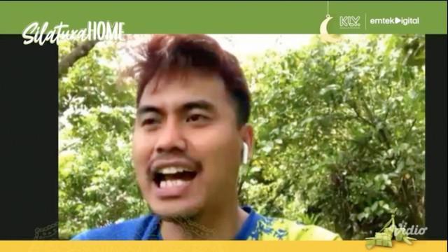 "Berita video obrolan dengan Tontowi Ahmad di Silaturahome yang juga mengungkapkan hubungan ""pacaran"" dengan Liliyana Natsir yang sempat gersang. Apa yang dimaksud Owi?"