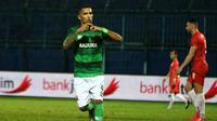 Penyerang Madura United, Alberto Goncalves. (Bola.com/Aditya Wany)