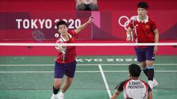 Wakil Indonesia di sektor ganda putri itu berhasil melangkah ke semifinal usai melewati pertarungan sengit melawan pasangan China, Du Yue/Li Yinhui. (Foto: AP/Markus Schreiber)