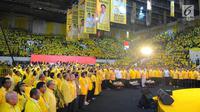 Suasana Kampanye Akbar Partai Golkar di Istora Senayan, Jakarta, Selasa (9/4). Para kader dan simpatisan kompak memakai pakaian warna kuning khas Golkar. (Liputan6 com/Angga Yuniar)