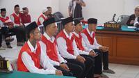 Para terdakwa pengeroyok Haringga Sirla menjalani sidang di Pengadilan Negeri Bandung. (Huyogo Simbolon)