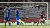 Striker Indonesia, Ilham Udin Armaiyn, melakukan selebrasi usai mencetak gol ke gawang Islandia pada laga persahabatan di Stadion SUGBK, Jakarta, Minggu (14/1/2018). Skor sementara babak pertama 1-1. (Bola.com/Vitalis Yogi Trisna)