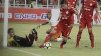 Kapten Persija Jakarta, Ismed Sofyan, saat melawan Borneo FC pada laga Liga 1 di SUGBK, Jakarta, Sabtu (14/4/2018). Persija menang 2-0 atas Borneo FC. (Bola.com/M Iqbal Ichsan)