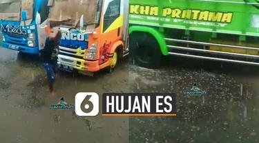 Baru-baru ini video viral hujan es guyur salah satu wilayah di daerah Sumatera Utara. Kejadian ini terjadi sekitar 30 menit.