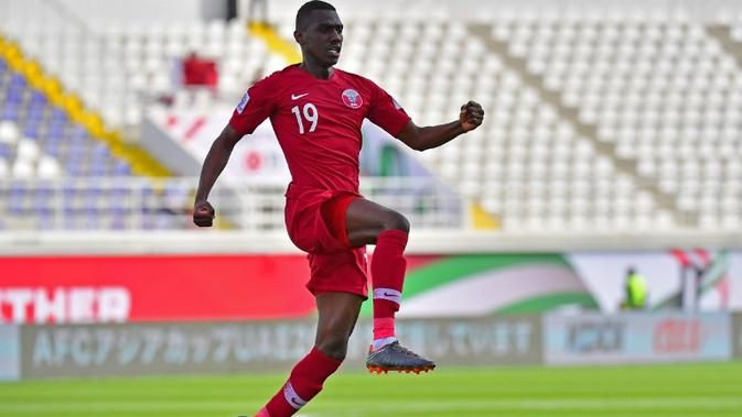 Penyerang Qatar, Almoez Ali, tampil impresif sepanjang penyisihan grup Piala Asia 2019 dengan menyumbang 7 gol. (AFP/Giuseppe Cacace)