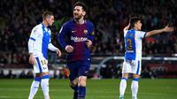 Lionel Messi mengukir hattrick saat Barcelona menang 3-1 atas Leganes pada laga pekan ke-31 La Liga Spanyol, di Camp Nou, Sabtu (7/4/2018). (AFP/Josep Lago)
