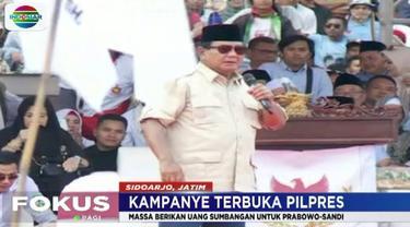 Dalam kampanye terbuka di Jawa Timur kali ini Prabowo mengaku terharu dengan semangat para pendukungnya yang juga memberikan uang sumbangan spontan.