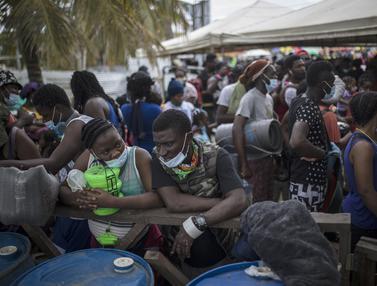 Ribuan Migran Haiti Terdampar di Pelabuhan Kolombia