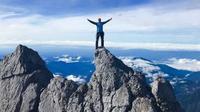 Puncak Carstensz atau Puncak Jaya, di gunung Jayawijaya, Papua merupakan puncak tertinggi di Indonesia. (dok.Instagram @carstenszpyramid/https://www.instagram.com/p/BsTB9qRAqUF/Henry