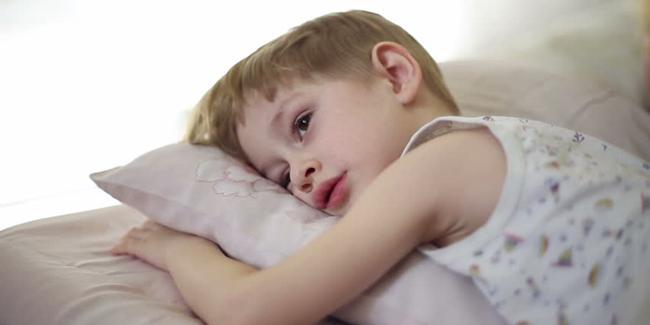 Kadang perlu banyak trik untuk membuat anak mau cepat tidur./Copyright shutterstock.com