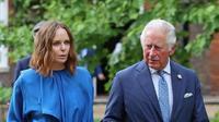 Stella McCartney bersama Pangeran Charles di KTT G7. (dok. Chris Jackson / POOL / AFP)