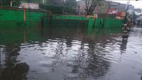 Banjir di Kemang (foto: @TMCPoldaMetro)