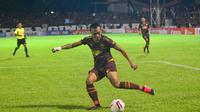 Striker PSM Makassar, Ferdinand Sinaga. (Bola.com/Abdi Satria)
