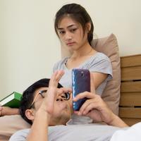 Apakah dia berselingkuh?/Copyright shutterstock.com