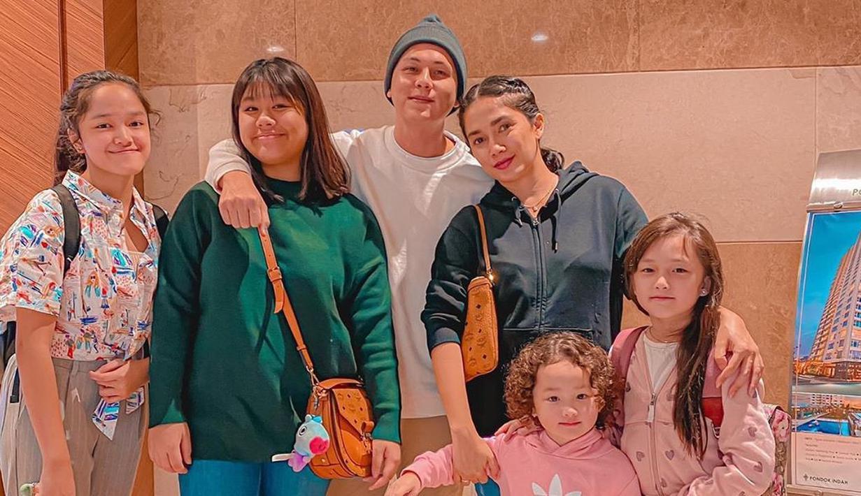 Keluarga Ussy Sulistiawaty dan Andhika (Instagram/ussypratama)