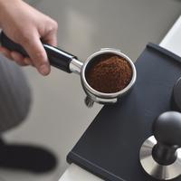 Menyimpan bubuk kopi./Copyright unsplash.com/@nh7_