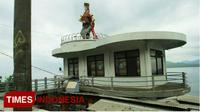 Kondisi dan suasana warung di sekitar ikon Patung Gandrung Desa Ketapang Kalipuro (FOTO: Hafil Ahmad/TIMES Indonesia)